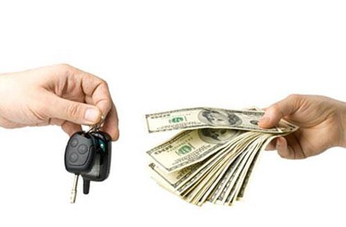 Автомобили покупают за фальшивые деньги.